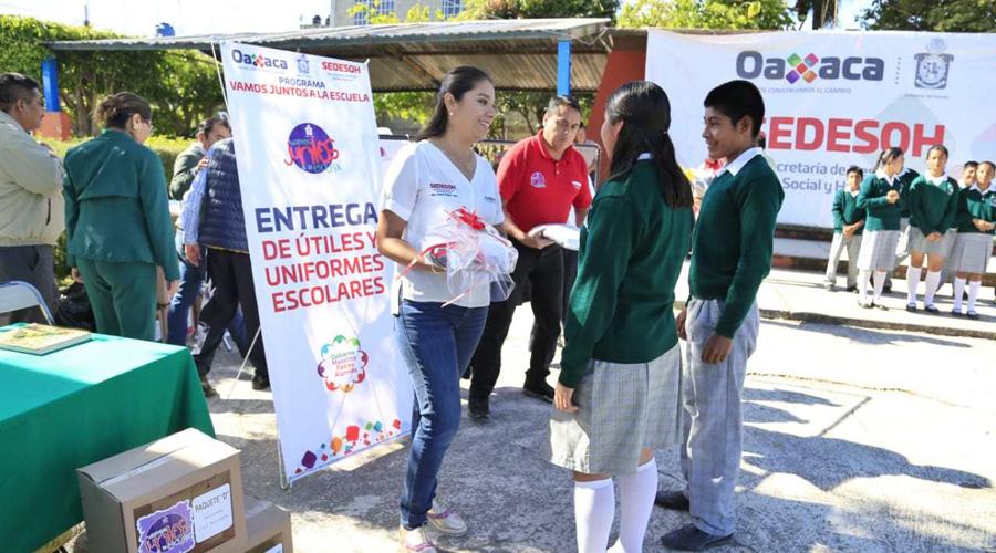 Gasta Sedesoh 13 millones de pesos en distribución de uniformes | El Imparcial de Oaxaca