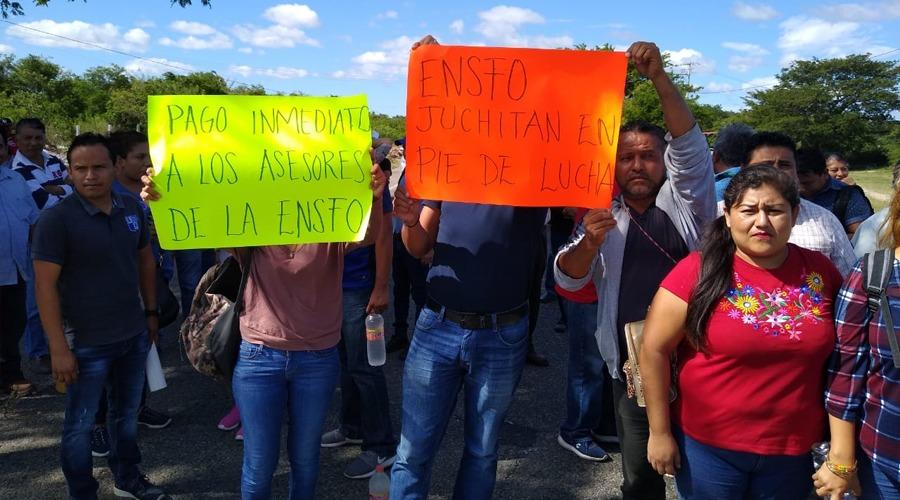 Alumnos del ENSFO exigen matriculación y salarios a sus asesores   El Imparcial de Oaxaca