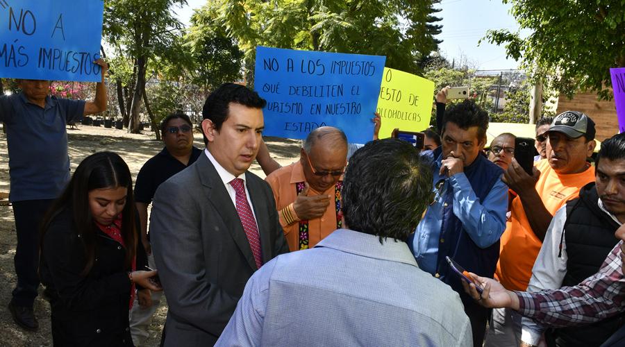 Continúan protestas contra aumento y nuevos impuestos | El Imparcial de Oaxaca