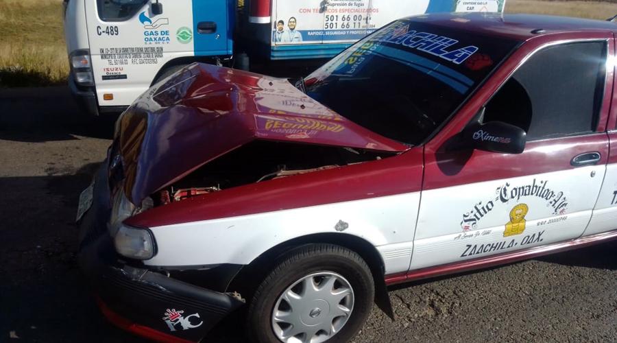 Taxi y auto colisionan | El Imparcial de Oaxaca