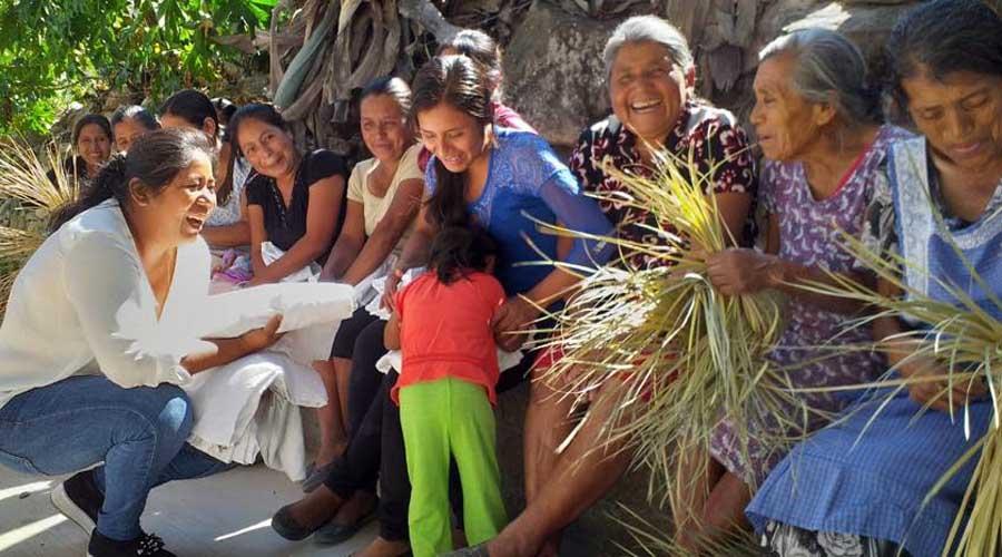 Benefician a Cuicatlán con la entrega de ropa invernal | El Imparcial de Oaxaca