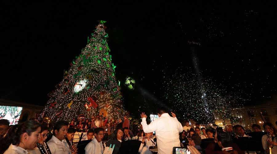 En Alameda Encienden árbol navideño en Oaxaca | El Imparcial de Oaxaca