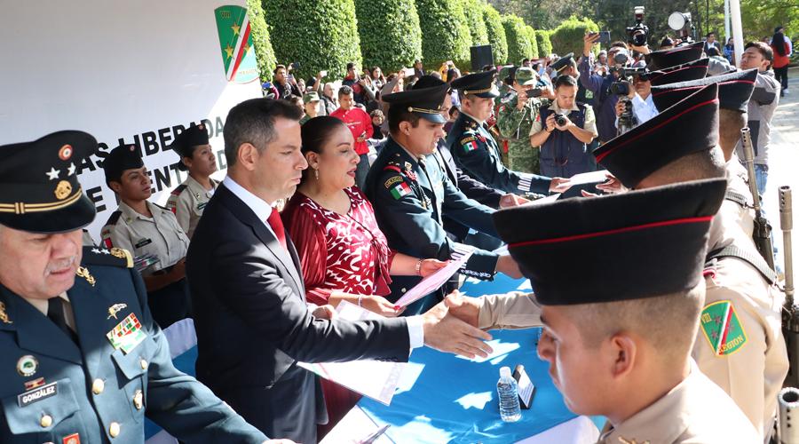 Reciben cartilla 99 jóvenes conscriptos | El Imparcial de Oaxaca