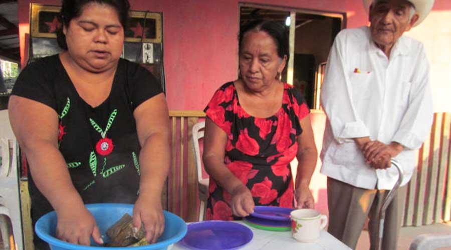 Huautlecas sufren depresión por alcoholismo de cónyuges | El Imparcial de Oaxaca