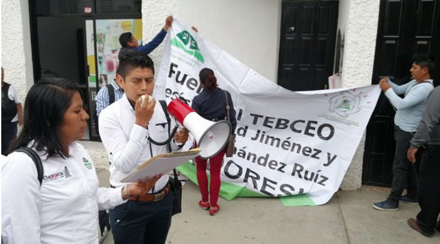 Empleados de Telebachilleratos exigen firma de contrato colectivo | El Imparcial de Oaxaca
