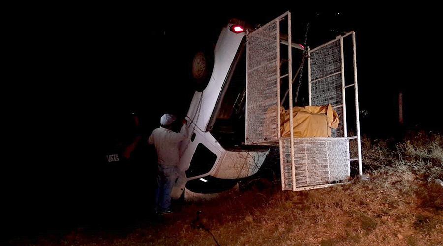 Casi pierde la mano al volcar su camioneta | El Imparcial de Oaxaca