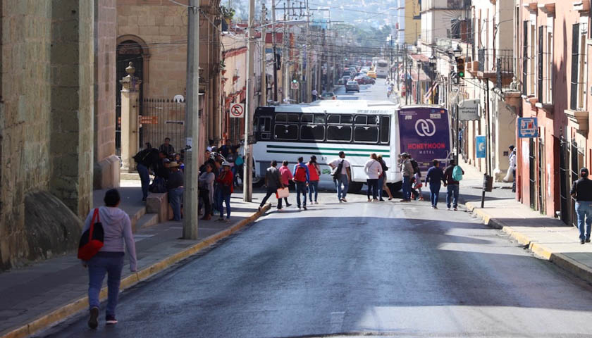 Reportan atención, normalistas bloquean en la capital oaxaqueña | El Imparcial de Oaxaca
