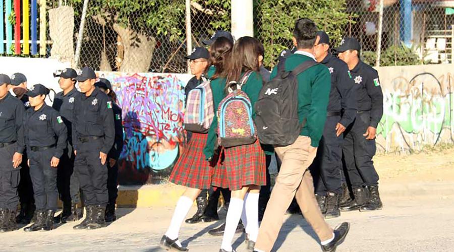 Revisan mochilas en 9 escuelas de Oaxaca | El Imparcial de Oaxaca