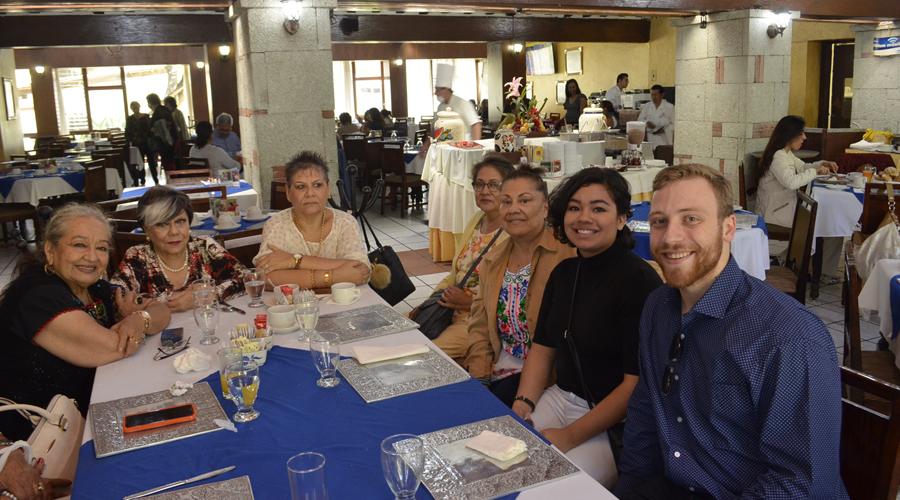 Amigos se reúnen | El Imparcial de Oaxaca