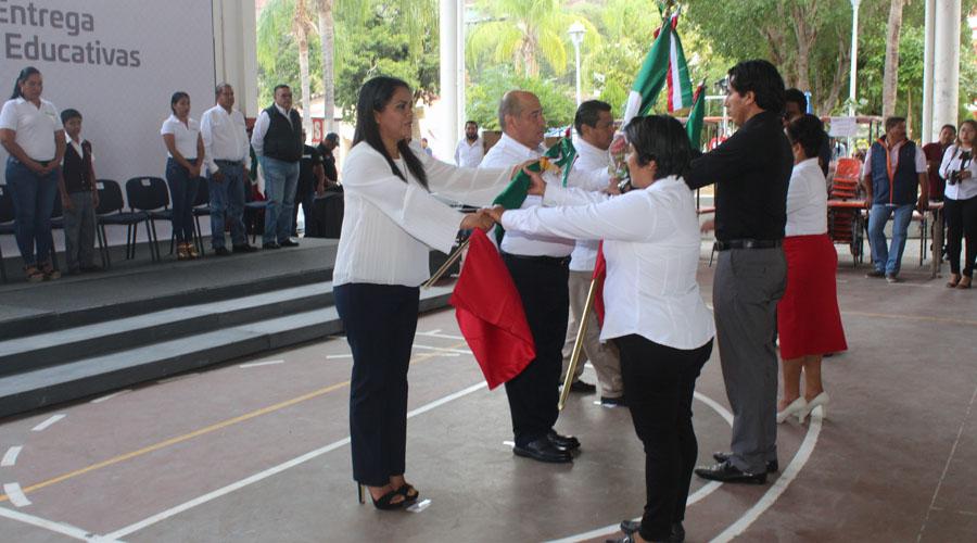 Abandera IEEPO a escoltas de centros educativos en Cuicatlán | El Imparcial de Oaxaca