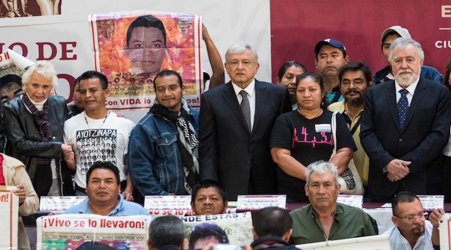 Se reúne AMLO con familiares de los 43 normalistas desaparecidos en Ayotzinapa | El Imparcial de Oaxaca