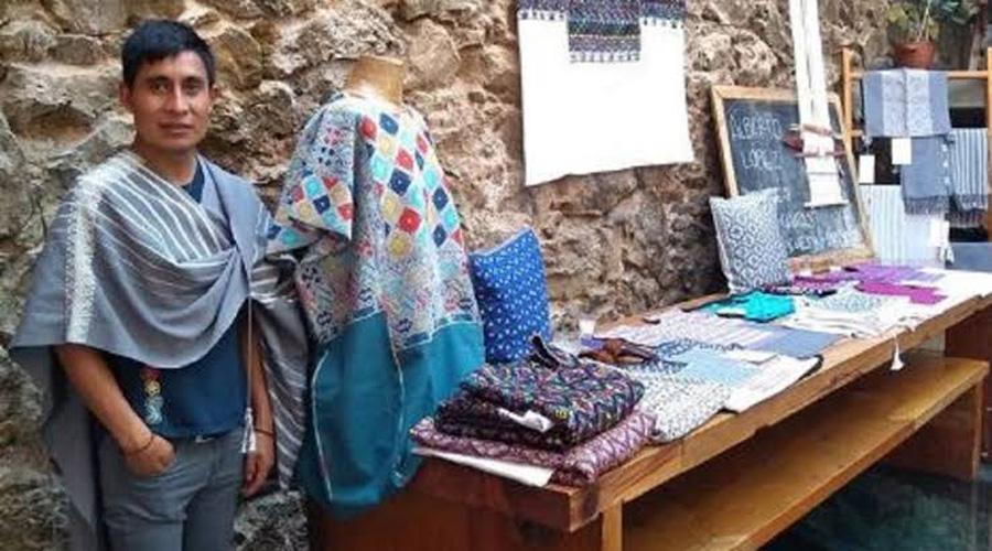 Retienen trabajo del diseñador chiapaneco; sus sueños y el de muchas tejedoras podrían truncarse | El Imparcial de Oaxaca
