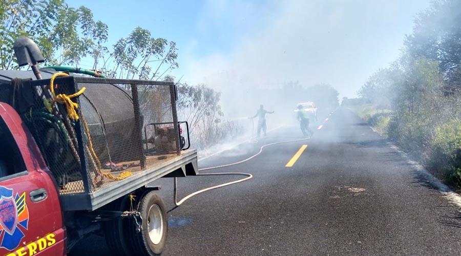 Se registra incendio en la carretera federal 200   El Imparcial de Oaxaca