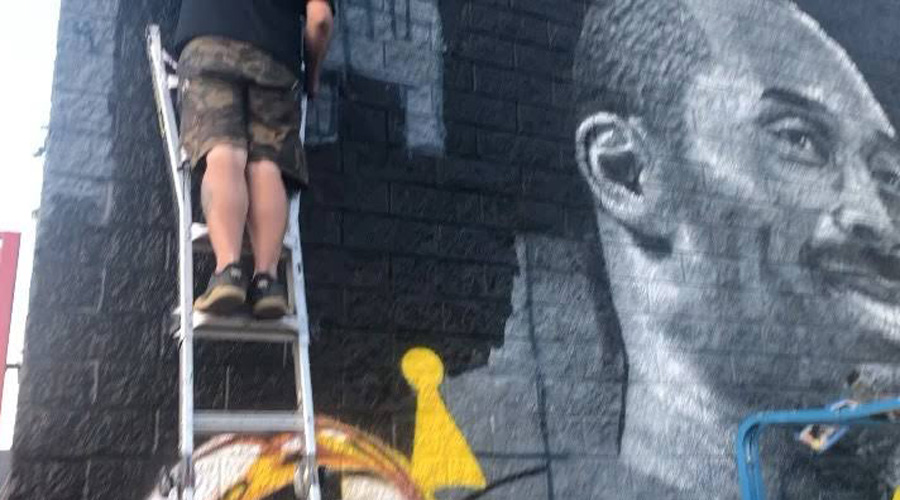 Video: Captan increíble mural de Kobe Bryant que pintó el hijo de Jenni Rivera | El Imparcial de Oaxaca