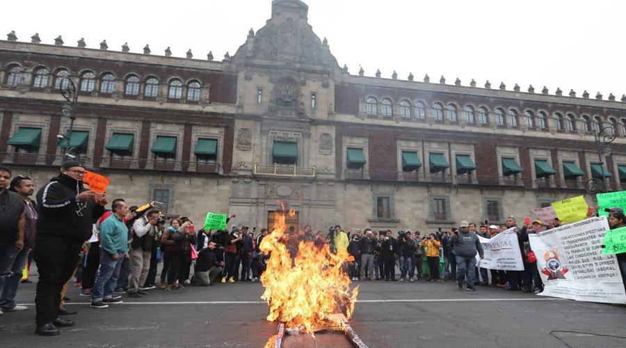 Protestan trabajadores del Insabi; se manifiestan en Palacio Nacional | El Imparcial de Oaxaca