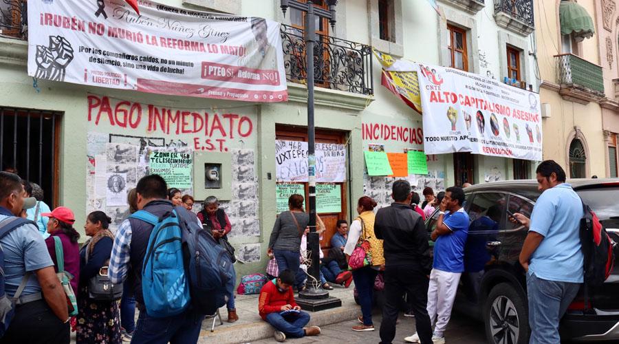 Maestros jubilados vuelven a las calles de la capital de Oaxaca | El Imparcial de Oaxaca