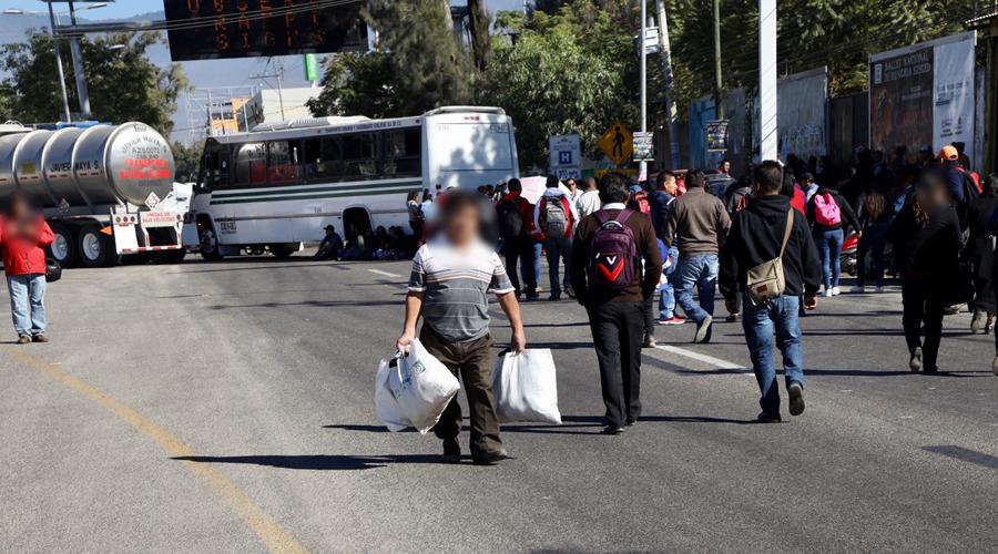Marchas y bloqueos colapsan vialidades en Oaxaca | El Imparcial de Oaxaca