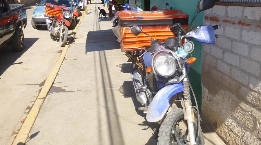 Exhortan a motociclistas a no estacionarse sobre las banquetas | El Imparcial de Oaxaca