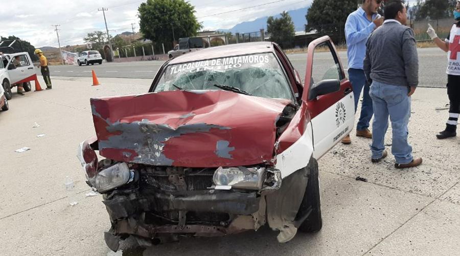 Taxista embiste a automóvil en Lachigoló | El Imparcial de Oaxaca
