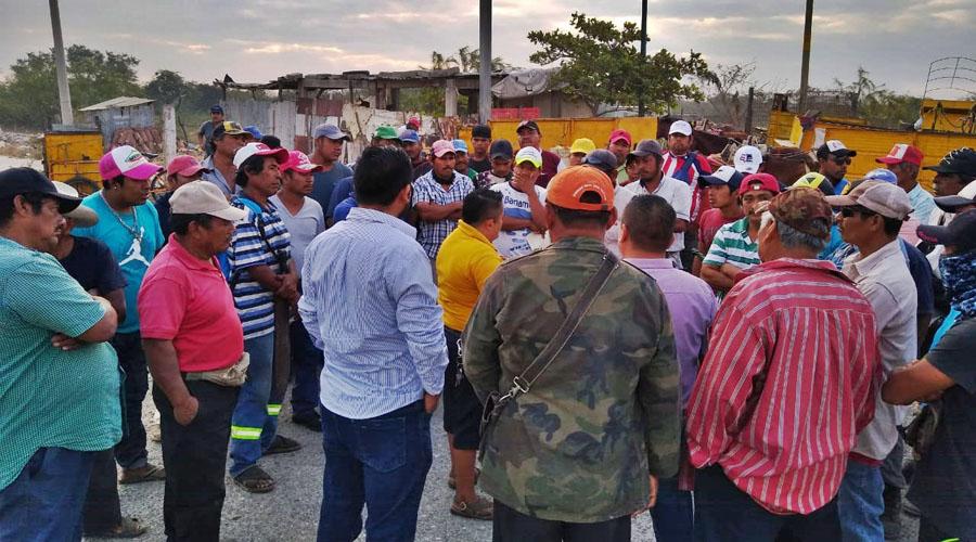 Continua bloqueo en el Istmo por recolectores de basura | El Imparcial de Oaxaca
