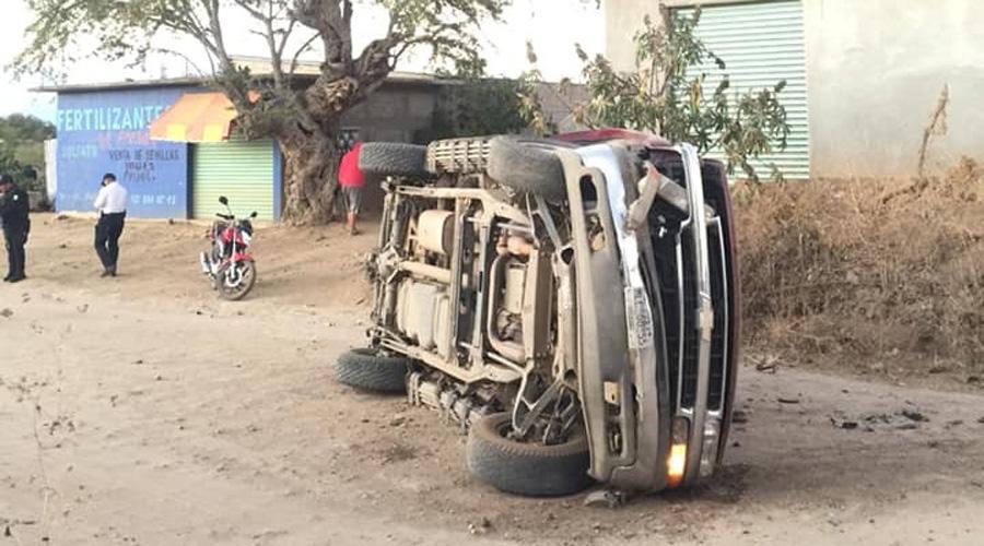 Vuelca camioneta en Coatecas Bajas   El Imparcial de Oaxaca