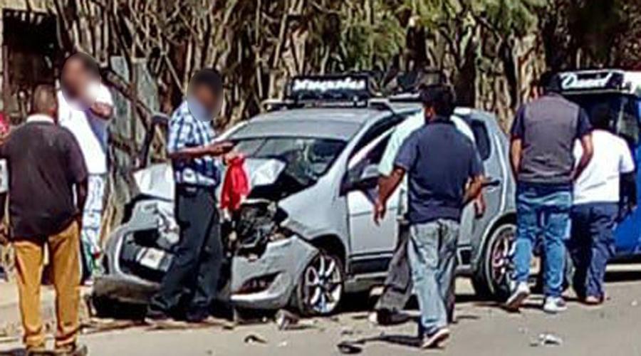 Automovilista se estrella detrás de una camioneta en Viguera | El Imparcial de Oaxaca
