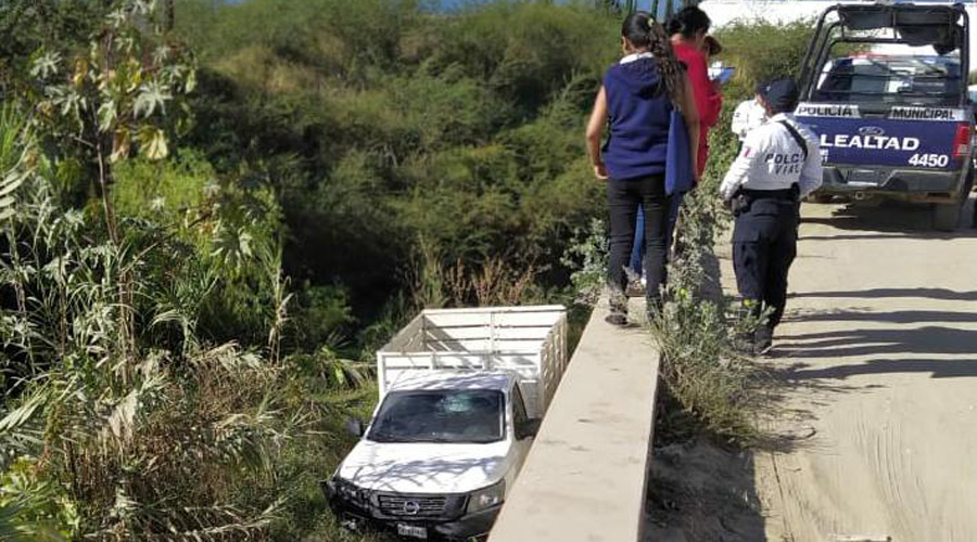 Se va al barranco en San Gerónimo Yahuiche | El Imparcial de Oaxaca
