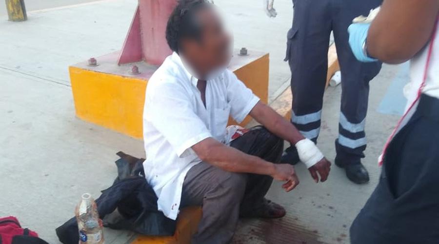 Hombre al intentar ingresar a su domicilio se corta arteria de la mano con un vidrio   El Imparcial de Oaxaca