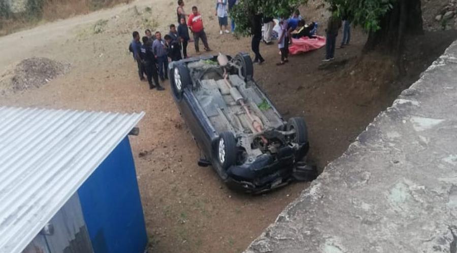 Camioneta cae a un barranco en Huayápam | El Imparcial de Oaxaca