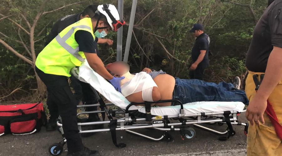 Borrachera acaba en aparatosa volcadura en la carretera 185 | El Imparcial de Oaxaca