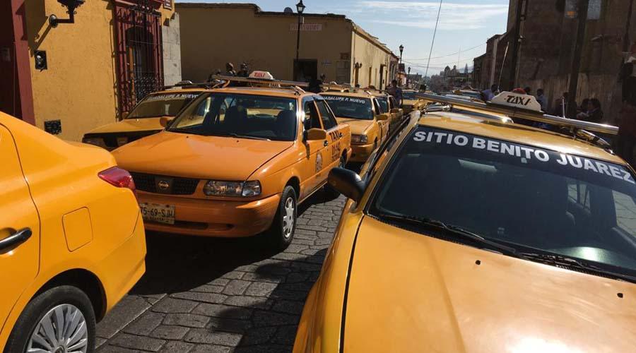 Realizan taxistas bloqueo exprés | El Imparcial de Oaxaca