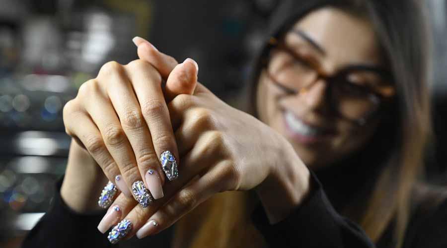 Jenny Bui, la creadora de las ostentosas uñas-joyas de Cardi B | El Imparcial de Oaxaca