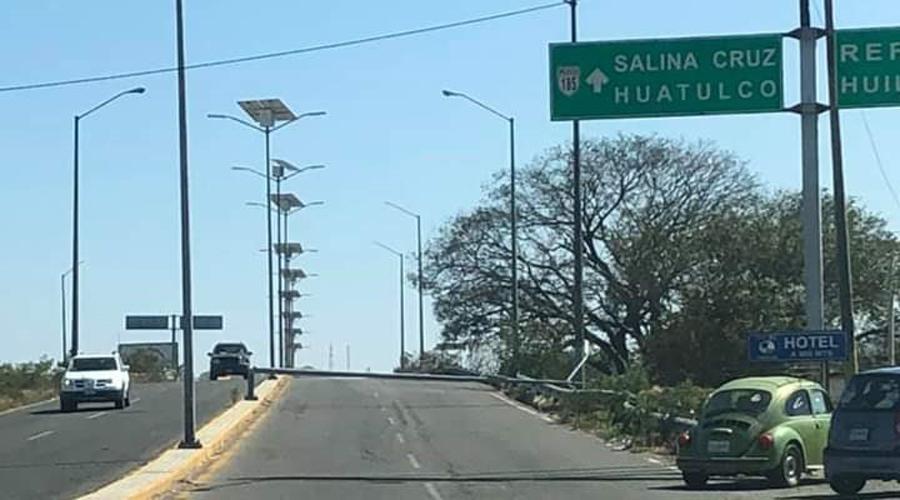 Un riesgo, alumbrado público por fuertes vientos en Salina Cruz, Oaxaca   El Imparcial de Oaxaca