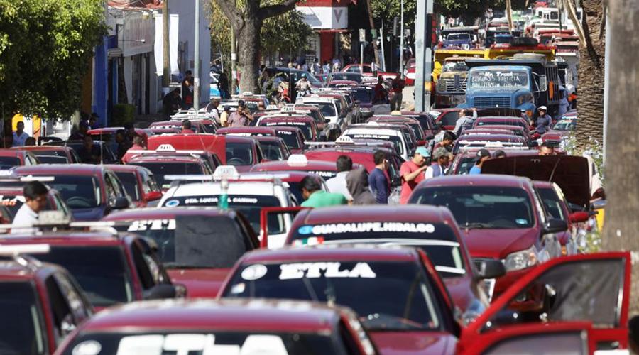 Usuarios reclaman la aplicación de la ley contra taxistas en Oaxaca | El Imparcial de Oaxaca
