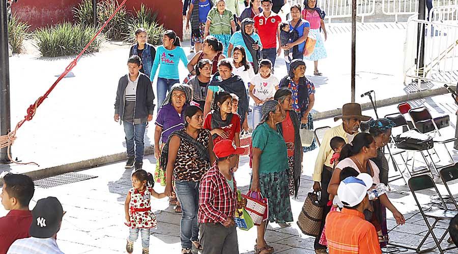 Esperan 4 horas a dirigente nacional   El Imparcial de Oaxaca