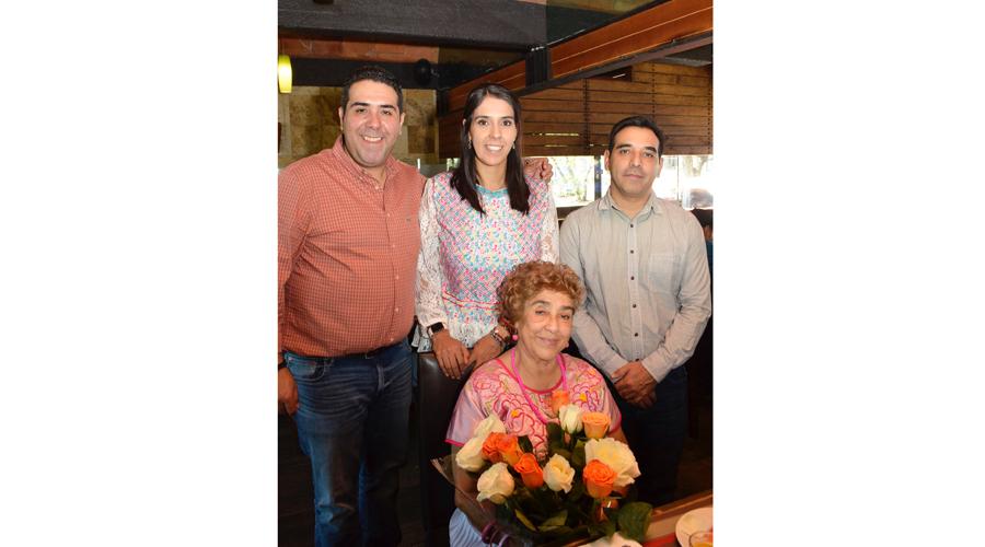 Cecy y Ana celebraron en familia llenas de dicha y felicidad
