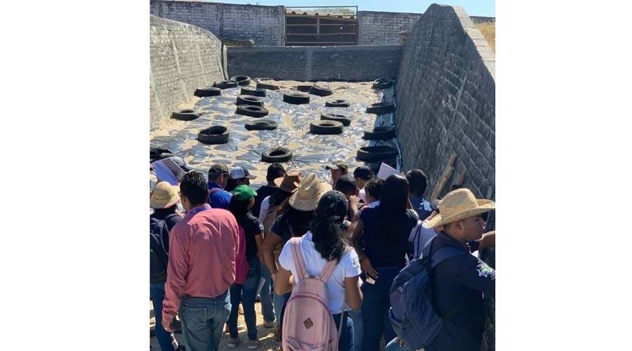 Alumnos del Tecnológico de Pinotepa Nacional visitan rancho ganadero