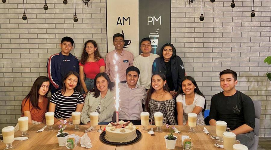 Festejan a Irving su cumpleaños | El Imparcial de Oaxaca