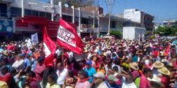 La Coalición Obrera Campesina Estudiantil del Istmo marcha en Juchitán