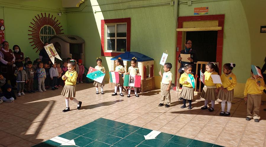 En las aulas, infantes conmemoran el día de la bandera | El Imparcial de Oaxaca