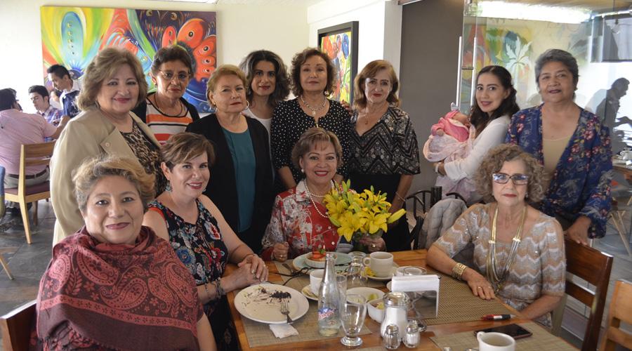 Elsa Martha celebró con grata compañía