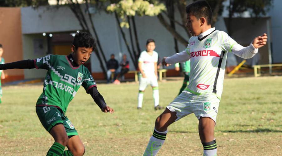 Equipos de fut infantil y juvenil luchan por un lugar en la final