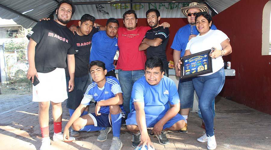 La escuadra SalliMart, de Xoxocotlán compitió en el torneo de Futbol 7 | El Imparcial de Oaxaca