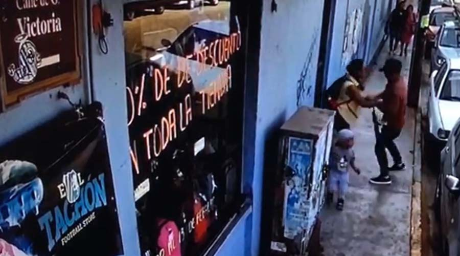 Cámara de vigilancia capta a un ladrón en el centro oaxaqueño | El Imparcial de Oaxaca