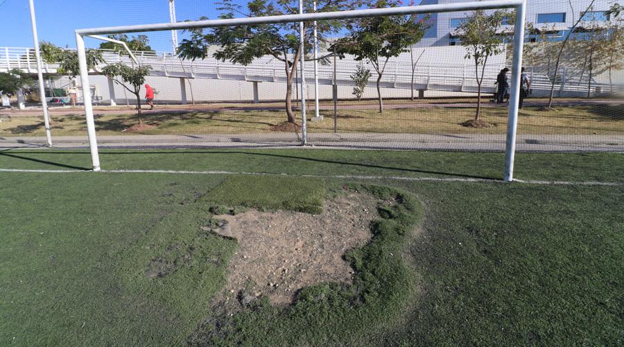 """En grave deterioro, instalaciones del Polideportivo """"Venustiano Carranza"""""""