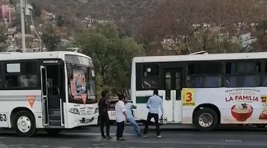 Riña de conductores de transporte público termina en machetazos | El Imparcial de Oaxaca