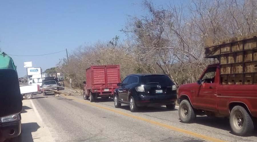 Segundo día de bloqueo en carretera federal 200 Pinotepa – Acapulco