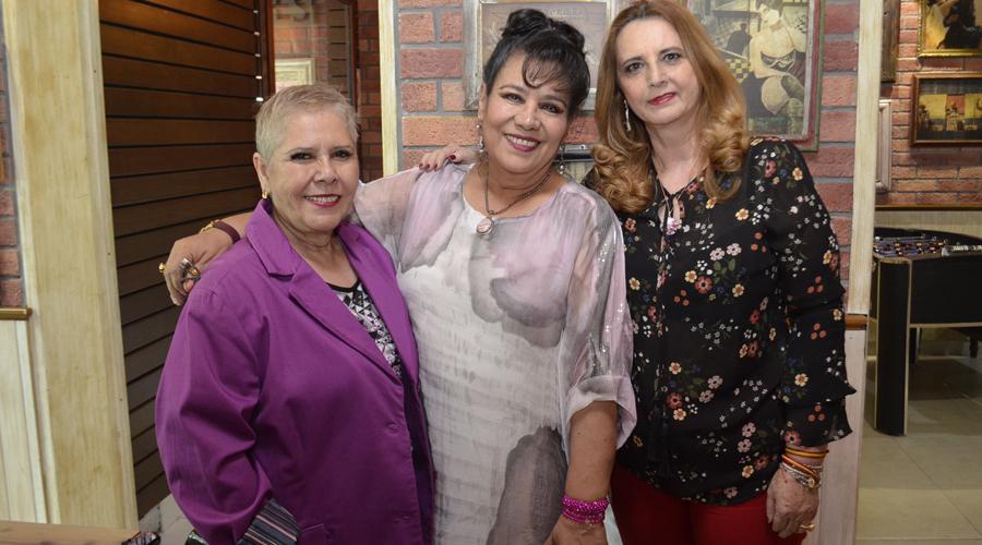 Se reúnen para celebrar a Lulú Guzmán
