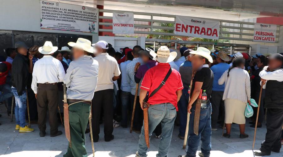 No cesan protestas y bloqueos en la capital de Oaxaca