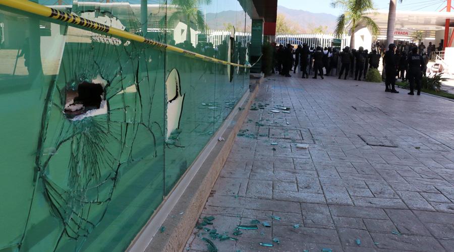 Destrozos en Ciudad Administrativa por protesta